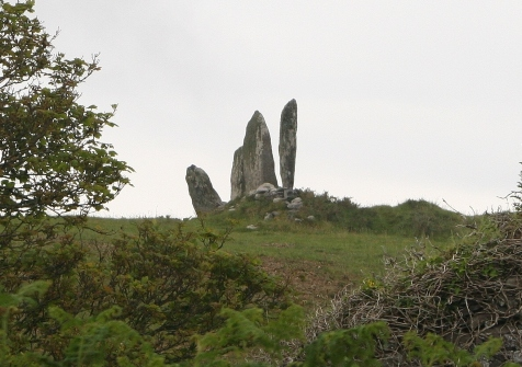 Vertical henge stones compared to a dolmain
